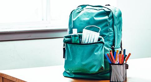 الحقائب المدرسية للطلاب المحتاجين