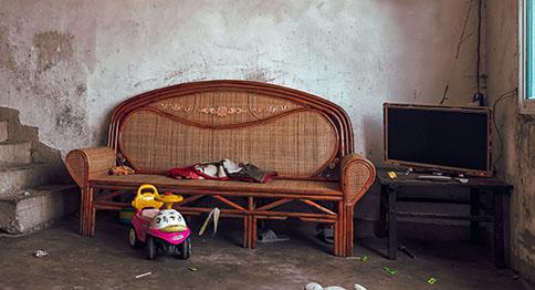 تأثيث منازل الأسر المعسرة
